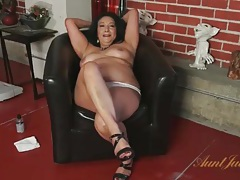 Chubby mommy strips off her pantyhose tubes