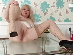 Shaved mature pussy looks mouth watering tubes