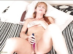 Mom finds joy with a vibrating dildo tubes