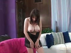 Vibrator play makes the curvy mom cum tubes