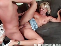 Dick eating mom spreads her legs and gets fucked tubes