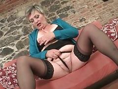 Masturbating granny has sexy saggy tits tubes