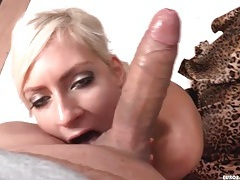 Pretty eye shadow on a sexy dick sucking girl tubes