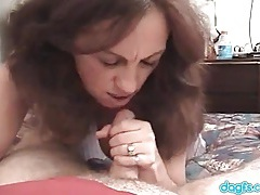 Meeting a mature in a hotel room for a hot blowjob tubes