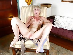 Short hair old lady in red lipstick masturbates solo tubes