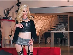 Kiky leather and fishnets on a naughty stripping princess tubes