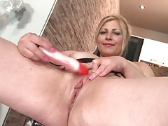 Big boobs old chick lady in heavy eye shadow fucks a toy tubes