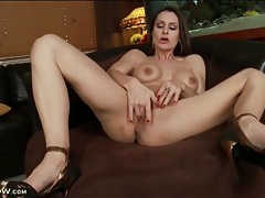Solo married girl finger bangs her tight twat tubes