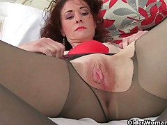English milf scarlet loves masturbating in nylon tights tubes