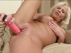 Foxy mature babe with nice tits fucks a toy tubes