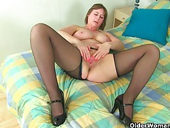 British milf janey works her hairy pussy tubes