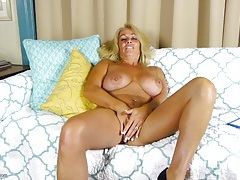 Tanned and curvy older babe has a gorgeous cunt tubes