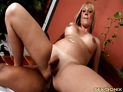 Curvy shemale boned bareback by a big cock tubes