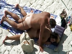 Old guy rims and fucks his lady on the beach tubes