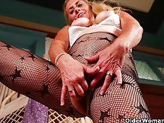 American gilf cristine gets horny in new pantyhose tubes