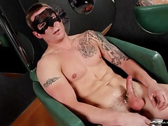 Sexy sleeve tattoo on a stroking solo guy tubes