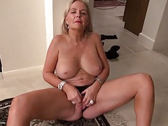 Masturbating mature blonde in hot pink lipstick tubes