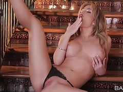 Lipstick babe angela sommers rubs her hot cunt tubes