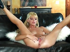 Hot babe niki lee young in pink lace lingerie tubes