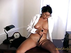 Latina milf tears off her pantyhose to play with her cunt tubes