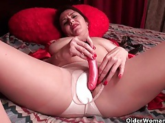 American mom jewels satisfies her craving pussy tubes