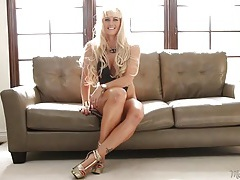 Leggy blonde mom is crazy hot in her interview tubes