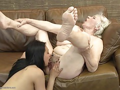 Cute college girl eats out a hairy granny cunt tubes