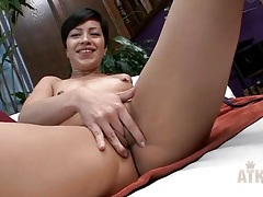 Solo finger fucking chick turns on her wet pussy tubes