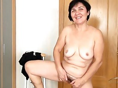 Fun old lady masturbates her hairy hole tubes