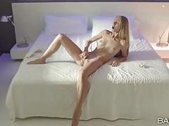Perfect slender body on a masturbating beauty tubes