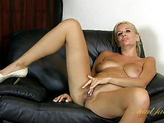Mature blonde chats as she rubs her cunt tubes