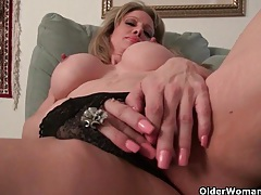 American milf tracy peels off her pantyhose and masturbates tubes