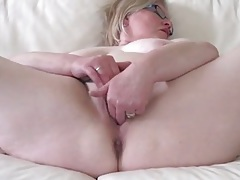 Curvy old lady in glasses makes her pussy all wet tubes