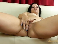 Long fingernails milf gently rubs her clitoris tubes
