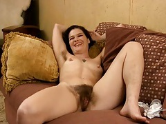 Hairy pussy and armpits are hot on a milf chick tubes