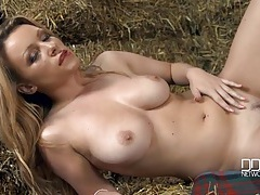 Curvy farmgirl in the barn gets fully nude for you tubes