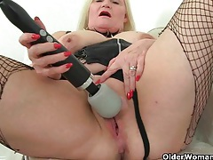 English granny lacey starr using her magic wand vibrator tubes