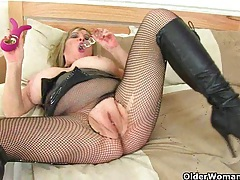 British milf alisha rydes masturbates in fishnet tights tubes