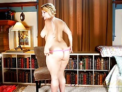Milf with a wonderful big body knows how to strip tubes