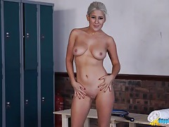 Tennis chick does a striptease in the locker room tubes