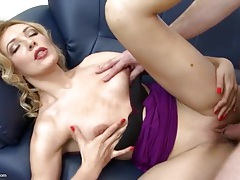 Mature beauty in sexy lipstick fucked by a big cock tubes
