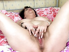 Chubby solo chick with a bush masturbates tubes