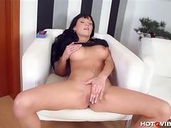 Busty european babe enjoys herself tubes