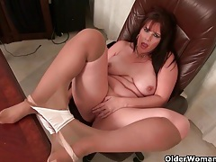 American milfs lauren and kelli peel off their pantyhose tubes