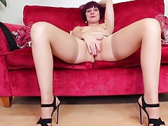 Soft tan stockings on this masturbating mature babe tubes