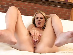 Lithe beauty rubs her clit with three fingers tubes